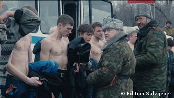 Кадр з кінофільму Донбас Сергія Лозниці, нагородженого на Каннському кінофестивалі