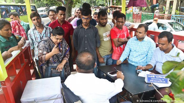Bangladesch Dhaka BRTA (bdnews24.com/Abdullah Al Momin)