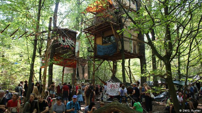 Treehouse structures within the Hambach forest resistance
