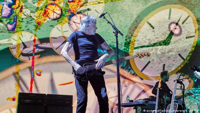 Roger Waters on stage at the Us and Them Tour (picture-alliance/Zumapress/A. von Pip)