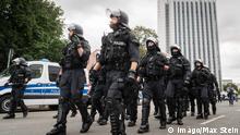 Deutschland Demo in Chemnitz - Polizisten