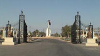 ورودی قرارگاه اشرف در نزدیکی بغداد