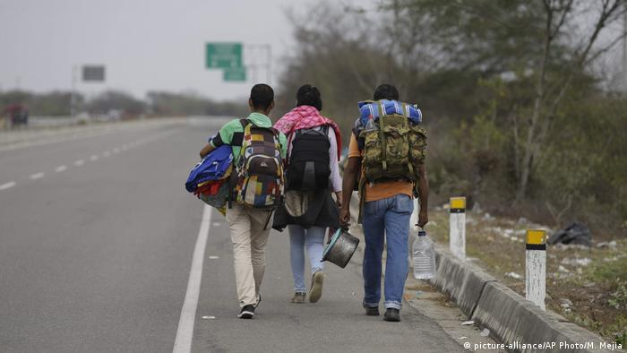 Peru Migranten aus Venezuela an der Grenze (picture-alliance/AP Photo/M. Mejia)