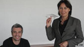 Lina Föhere und Usin Ergen beim Seminar gegen Flugangst (Foto: DW)