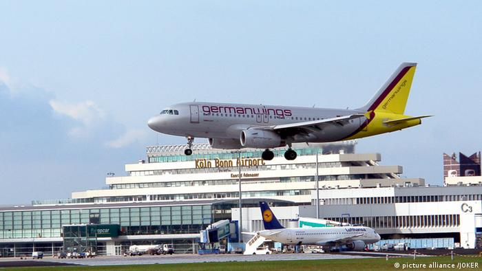 A Germanwings plane landing at Cologne-Bonn Airport. (Photo: Oliver Berg/dpa)