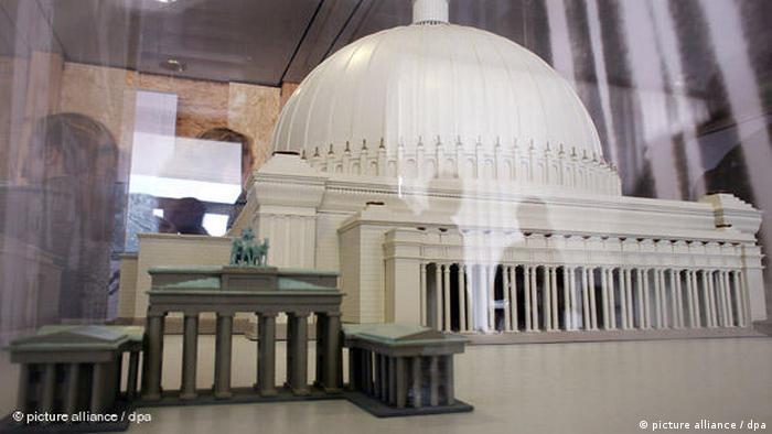 Deutschland Geschichte Architektur Albert Speer Halle des Volkes Flash-Galerie