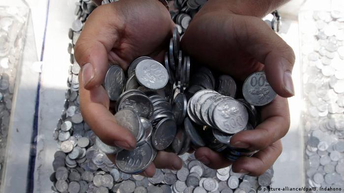Indonesien Jakarta - Rupiah Münzen (picture-alliance/dpa/B. Indahono)