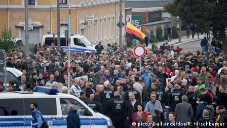 DW: Χιλιάδες άτομα σε διαδηλώσεις στο Κέμνιτς