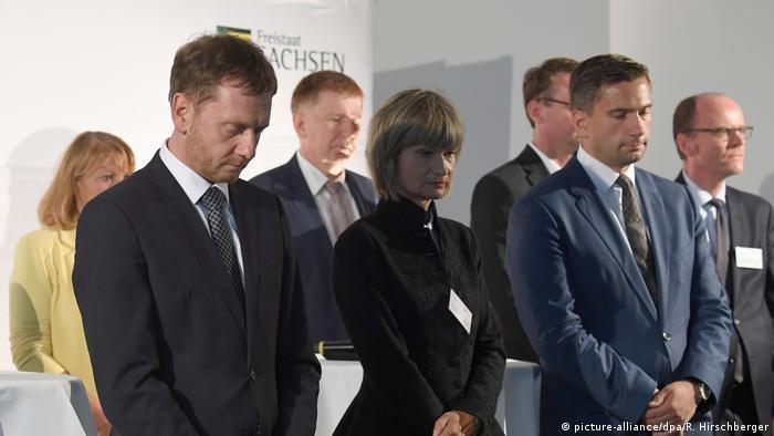 Deutschland Gedenkminute beim Sachsengespräch mit Ministerpräsident Michael Kretschmer in Chemnitz