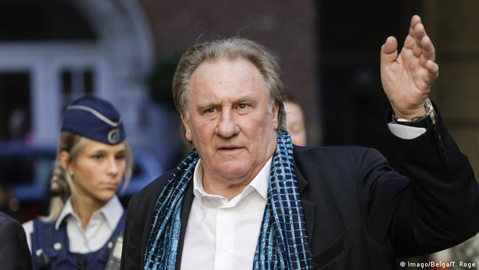 Depardieu waves before a ceremony in his honor at the Brussels International Film Festival (Imago/Belga/T. Roge)
