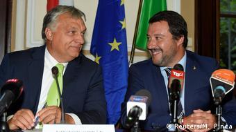 Ο Βίκτορ Όρμπαν με τον Ματέο Σαλβίνι στο Μιλάνο τον Αύγουστο του 2018