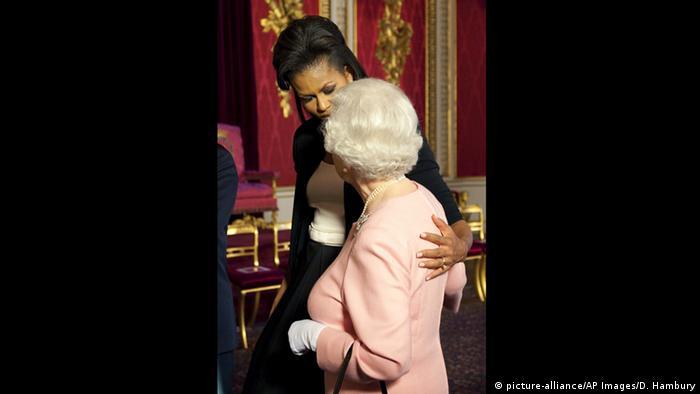 Kuriose Staatsempfänge Ehepaar Obama bei der Queen (picture-alliance/AP Images/D. Hambury)