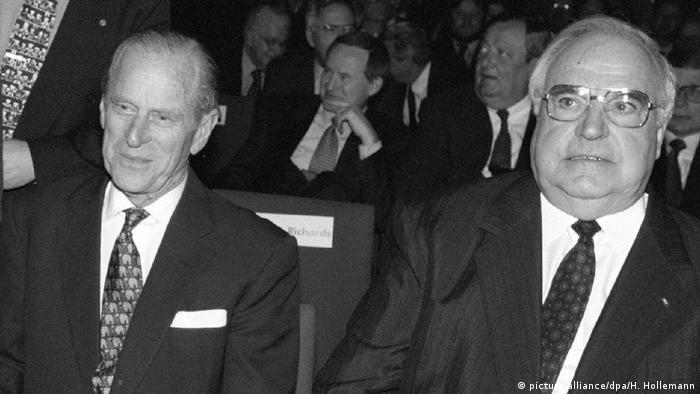 Kuriose Staatsempfänge Prinz Philip und Helmut Kohl (picture-alliance/dpa/H. Hollemann)