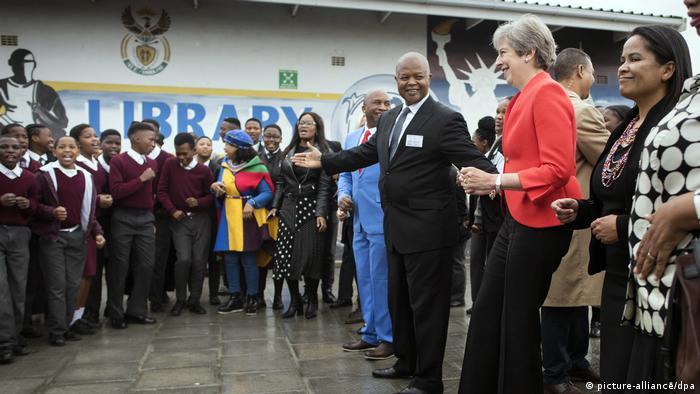 Kuriose Staatsempfänge Britische Premierministerin besucht Afrika (picture-alliance/dpa)