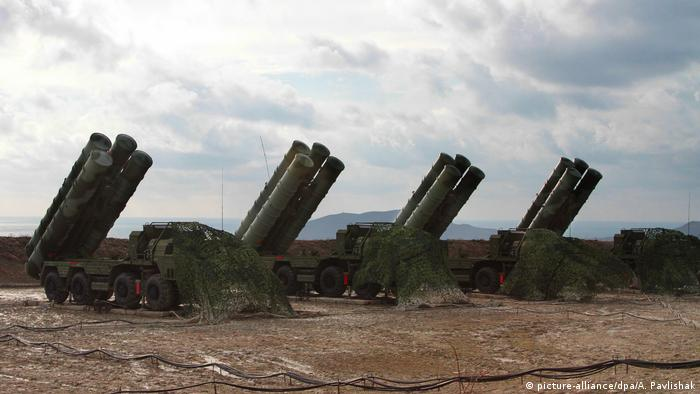 Waffenabwehrsystem: S-400 Luftverteidigung (picture-alliance/dpa/A. Pavlishak)