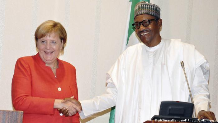 Nigeria Besuch der Kanzlerin Merkel (picture-alliance/AP Photo/A. Akunleyan)