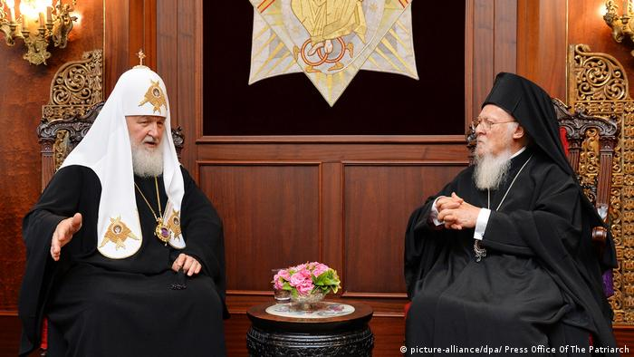 Patriarch Kirill of Moscow and All-Russia (l) meeting Patriarch Bartholomew in Istanbul