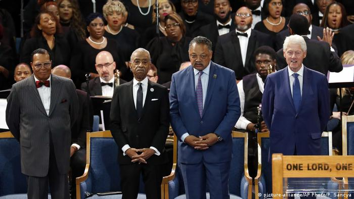 USA Trauerfeier für Aretha Franklin | Louis Farrakhan, Al Sharpton, Jesse Jackson und Bill Clinton (picture-alliance/AP Photo/P. Sancya)