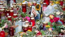 Deutschland, Chemnitz: Blumen und Kerzen am Tatort des getöteten Opfers