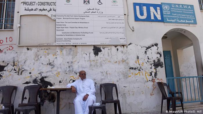 A man sits under a UN sign (Imago/UPI Photo/D. Hill)