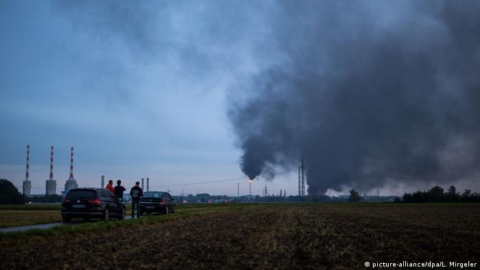 Großbrand in Raffinerie bei Ingolstadt (picture-alliance/dpa/L. Mirgeler)