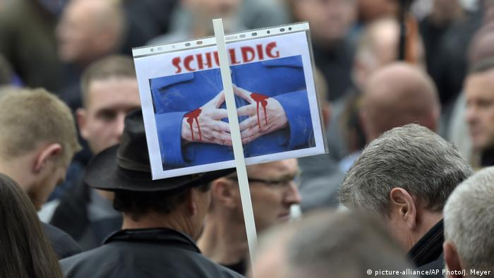 Deutschland | Rechte Demo in Chemnitz (picture-alliance/AP Photo/J. Meyer)
