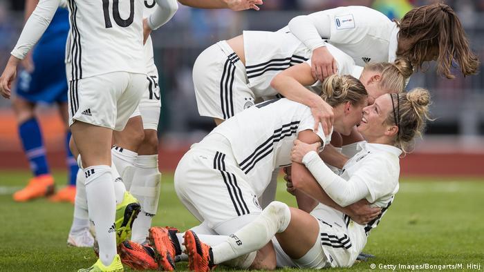 Sieg Fur Dfb Frauen Gegen Island Sport News Dw 01 09 2018
