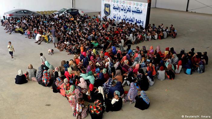 Libyen Hunderte Flüchtlinge in Internierungslager ohne Versorgung (Reuters/H. Amara)