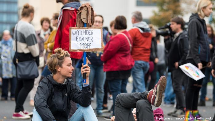 تظاهرات در کمنیتس علیه راستگرایان افراطی