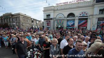Во время прощания с убитым главой самопровозглашенной ДНР Александром Захарченко