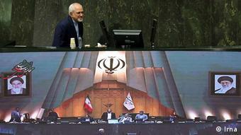 دفاع ظریف از حضور چند کارشناس دوتابعیتی در وزارت خارجه و تیم مذاکرات هستهای