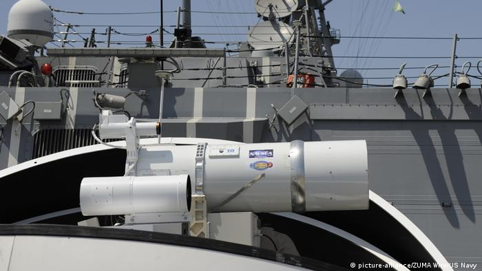 Laserwaffe auf dem Zerstörer USS Dewey (picture-alliance/ZUMA Wire/US Navy )