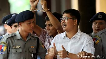 Detained Reuters journalists Wan Lone and Kyaw Soe Oo arrive at Insein court in Yangon, Myanmar on August 27, 2018. (Reuters/A. Wang)