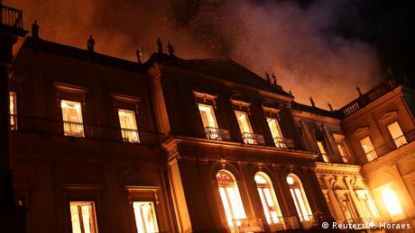 Пожежа знищила Національний музей Бразилії у Ріо-де-Жанейро