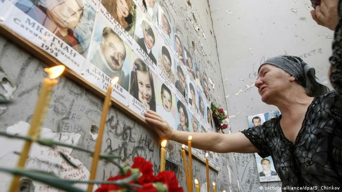 На месте бесланской трагедии (фото из архива)