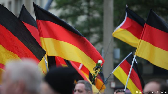 Deutschland,Chemnitz: Symbolbild AFD und der Verfassungsschutz (picture-alliance/K. Voigt)