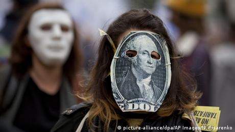 Argentinien | Demonstration gegen Deal mit IMF in Buenos Aires (picture-alliance/dpa/AP Images/N. Pisarenko)