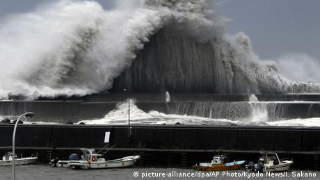 На Японію обрушився найпотужніший за останні 25 років тайфун