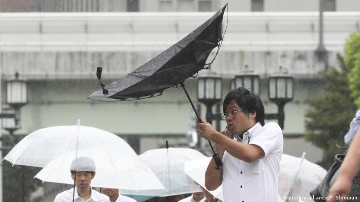 Osaka is struck by Typhoon Jebi, the mos powerful storm to strike to Japan in 25 years (picture-alliance/Y. Shimbun)