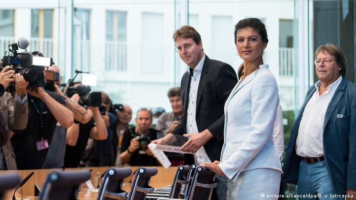 Author Bernd Stegemann, Wagenknecht and Volmer at launch of Aufstehen (picture-alliance/dpa/B. v. Jutrcenka)