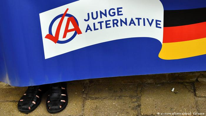 Junge Alternative (picture-alliance/dpa/J. Kalaene)