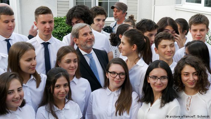 Erste Europa-Schule in Georgien eröfnet (picture-alliance/T. Schmidt)