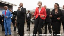 Südafrika Theresa May tanzend