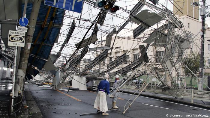 Scaffolding collapses onto a road in Osaka