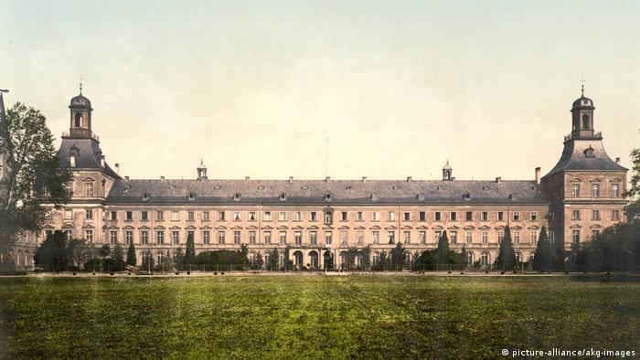Prince-elector's palace, today the University of Bonn, around the year um 1900. (picture-alliance/akg-images)