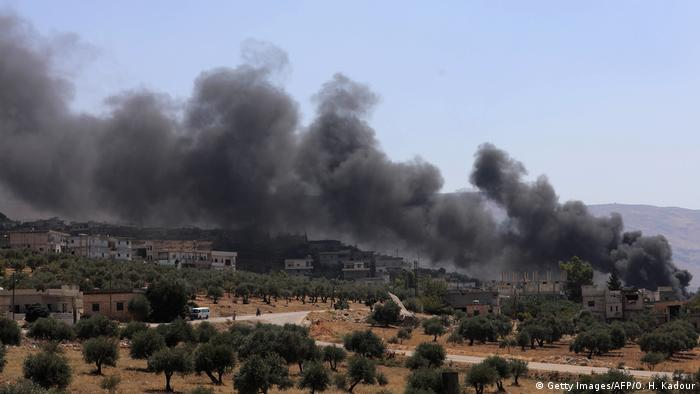 Syrien Russische Luftangriffe nahe Idlib (Getty Images/AFP/O. H. Kadour)