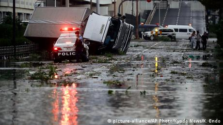 Потужний тайфун в Японії: щонайменше дев'ять загиблих, понад 300 травмованих
