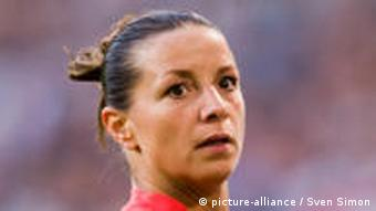 Inka Grings in Fußball-Trikot (Archivfoto: Picture Alliance)