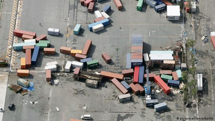 Typhoon Jebi tossed containers around like little boxes (picture-alliance/Kyodo)