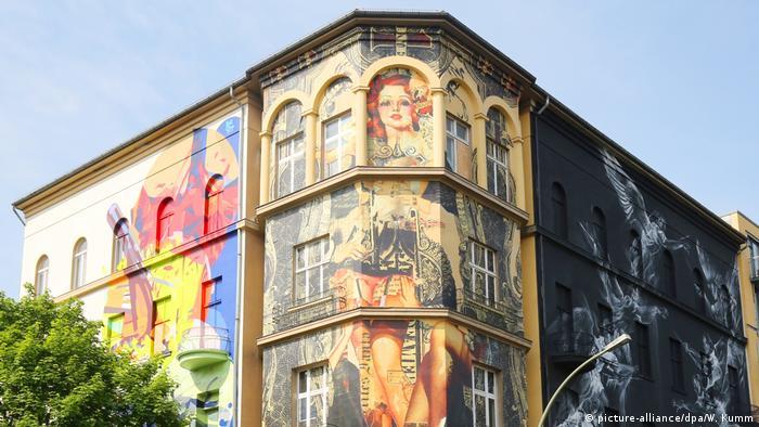 berlin celebrates urban art week dw travel dw. Black Bedroom Furniture Sets. Home Design Ideas
